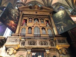 Pipe organ in the Duomo di Milano
